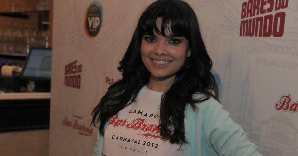 Vanessa Giácomo compareceu à estreia do Happy Hour pré-Carnaval do Camarote Bar Brahma, em São Paulo, na quarta-feira (18/01/12).