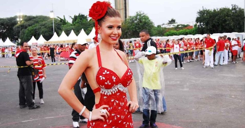 A ex-BBB Claudia Colucci, a Cacau, musa da Dragões da Real, participou de ensaio da escola no Anhembi no domingo (22/10/12)
