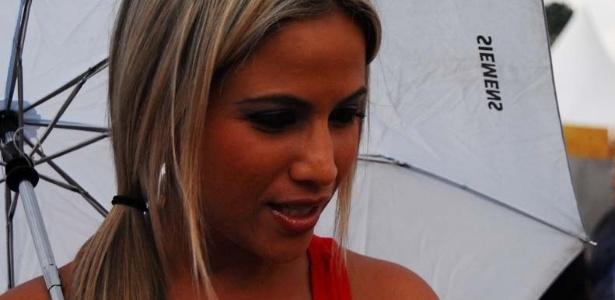 Monica Apor, repórter da TV Band, musa da Dragões da Real, participou de ensaio da escola no Anhembi no domingo (22/10/12)