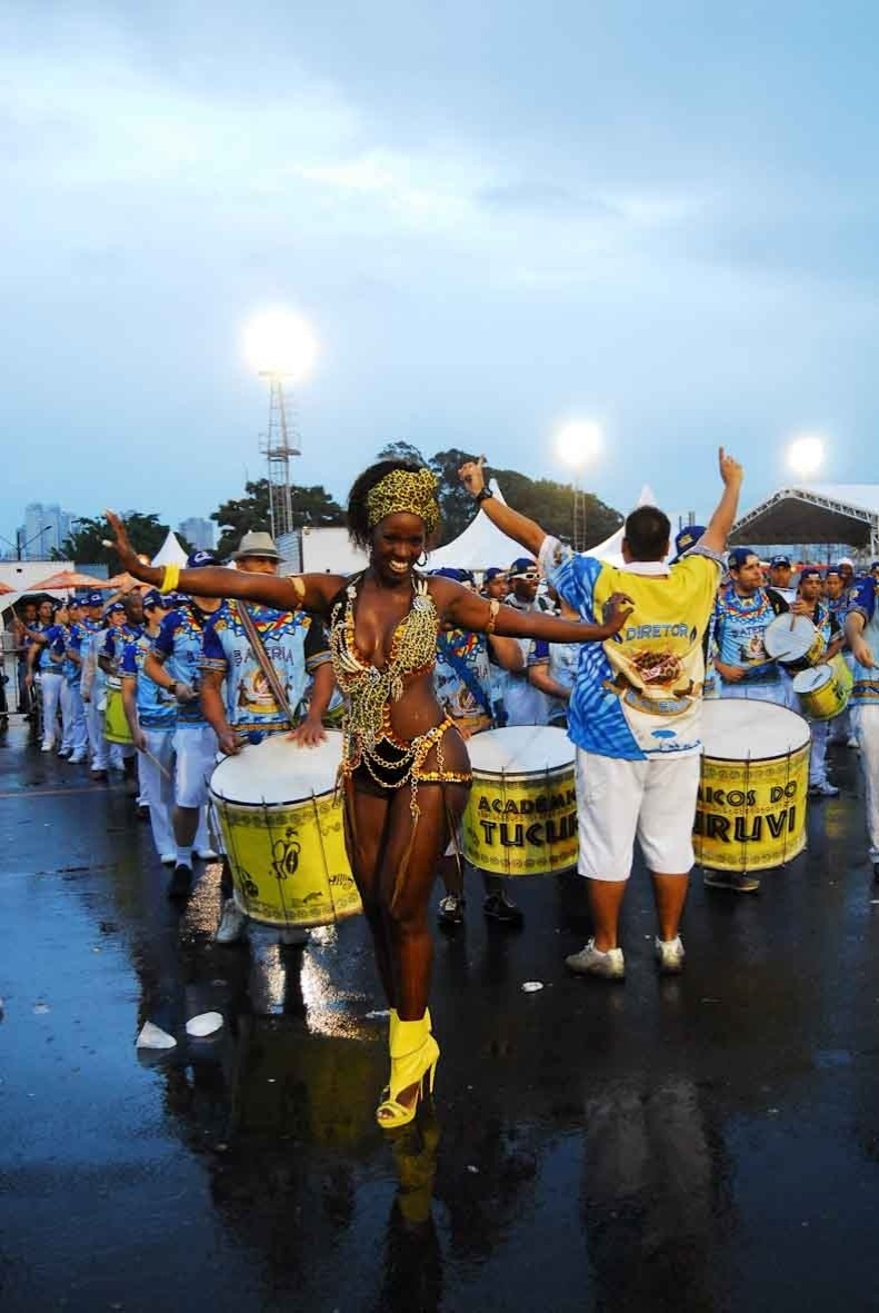 Valéria de Paula, rainha da bateria da Acadêmicos do Tucuruvi, participou do ensaio da escola no domingo (22/01/12) no sambódromo do Anhembi