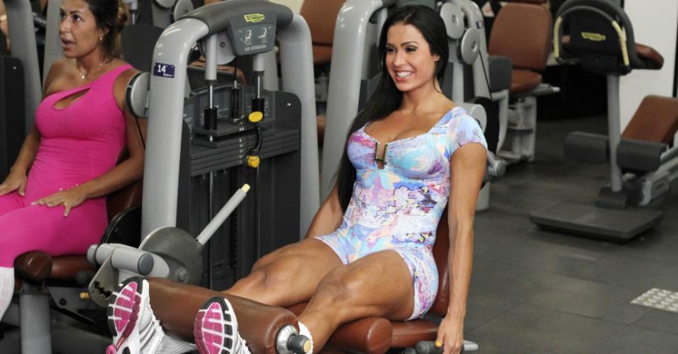 A academia de ginástica é sua segunda casa. Quando está no Rio de Janeiro, a modelo a frequenta cinco vezes por semana: alterna musculação de perna e glúteo duas vezes com o seu personal trainer, aulas de aeróbica, alongamento, yoga e dança