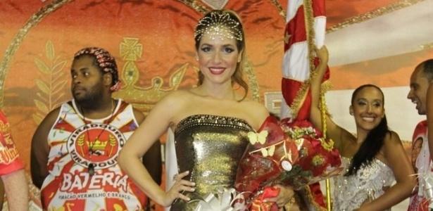 Monique Alfradique vai a ensaio na quadra da Viradouro, em Niterói (24/1/12)