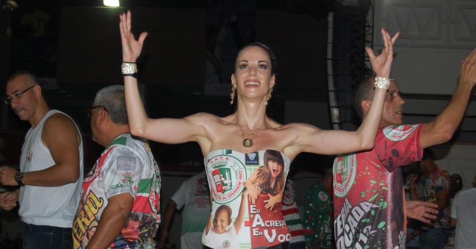 A apresentadora Ana Furtado no ensaio da Grande Rio, na noite da terça-feira (24/01/12) em Caxias (RJ)