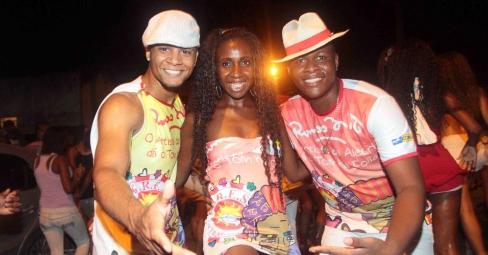 A Renascer de Jacarepaguá promoveu na terça-feira (24/01/12) ensaio de rua no Rio de Janeiro. Na imagem, foliões posam para foto.