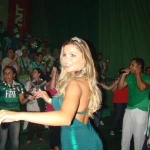 A modelo Tassiana Dunamis participou de ensaio da escola de samba Mancha Verde em São Paulo na quinta-feira (26/01/12). A bela virá este ano no segundo carro alegórico da escola.