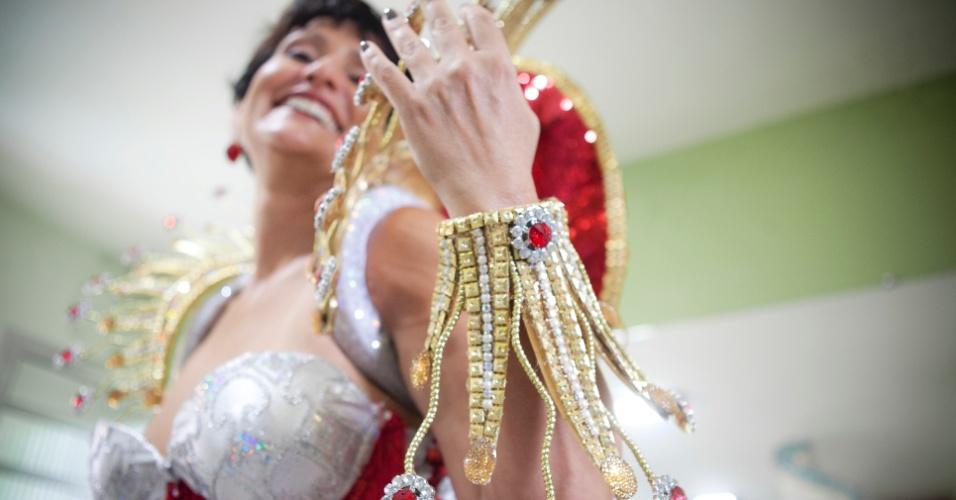 Faa Morena prova sua fantasia para o desfile de Carnaval 2012 na Tom Maior (26/01/12) em ateliê na zona norte de São Paulo