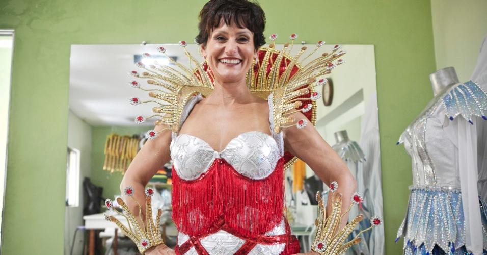Faa Morena prova sua fantasia para o desfile de Carnaval 2012 na Tom Maior (26/01/12)em ateliê na zona norte de São Paulo. Pelo quarto ano consecutivo, a apresentadora do