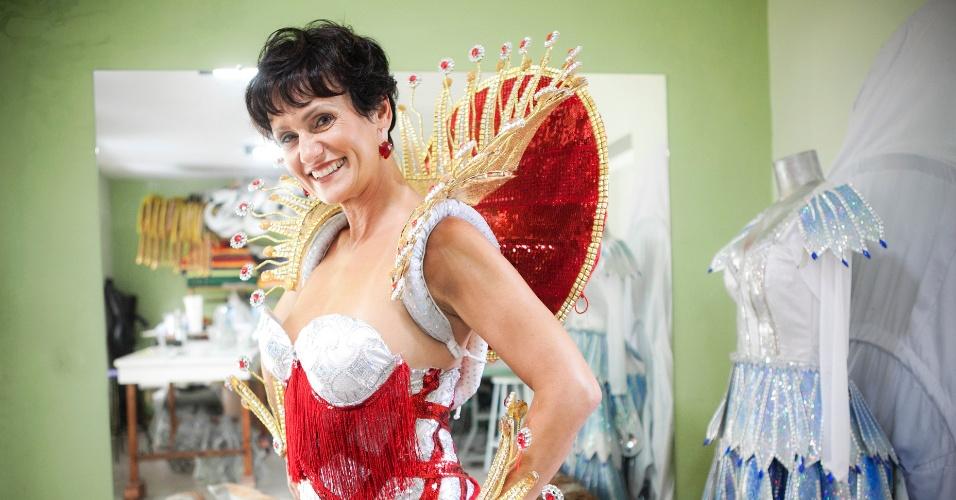 Faa Morena prova sua fantasia para o desfile de Carnaval 2012 na Tom Maior (26/01/12) em ateliê na zona norte de São Paulo.