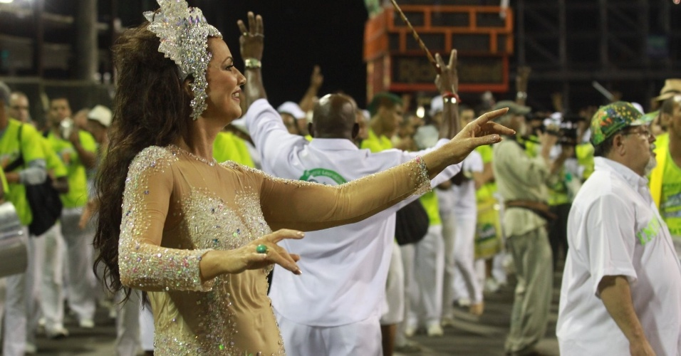 A ex-modelo é a rainha da bateria da escola. Luiza sai no Carnaval carioca pela Imperatriz há 17 anos (28/1/12)