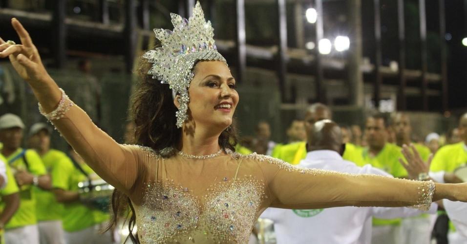 Desfilando há 17 anos de Imperatriz, Luiza Brunet participa de ensaio técnico da escola no Sambódromo (28/1/12)