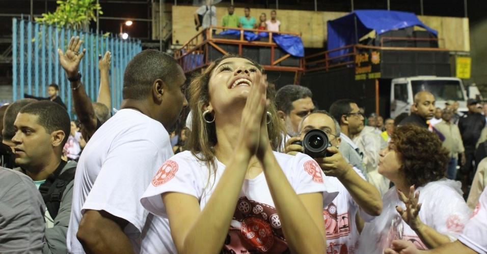 A atriz Sophie Charlotte participou de ensaio técnico do Salgueiro neste domingo (28/01/12) na Sapucaí