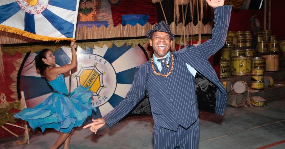 Robinson da Silva e Thaís Paraguassú, o casal de mestre-sala e porta-bandeira da Acadêmicos do Tucuruvi, ensaiam em São Paulo (26/01/12). Para o Carnaval deste ano ano a escola criou o enredo