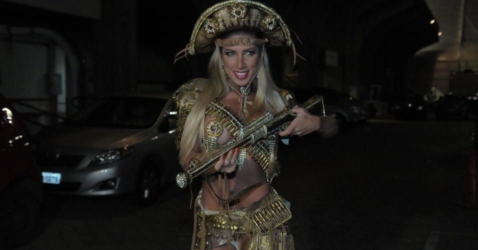 Tati Minerato participou de ensaio da Unidos de Vila Maria em São Paulo no sábado (28/01/12)