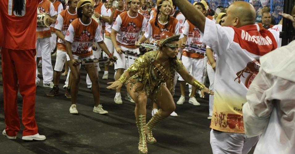 Viviane Araújo, rainha de bateria do Salgueiro, participou de ensaio técnico da escola neste domingo (28/01/12) na Sapucaí