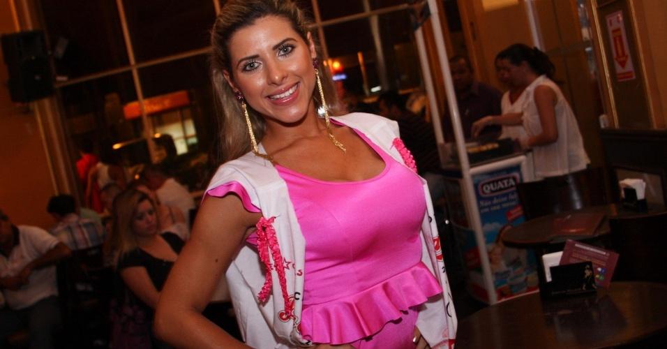 Ana Paula Minerato, musa da Gaviões da Fiel, compareceu ao Happy Hour pré-Carnaval do Bar Brahma, em São Paulo (01/02/12)