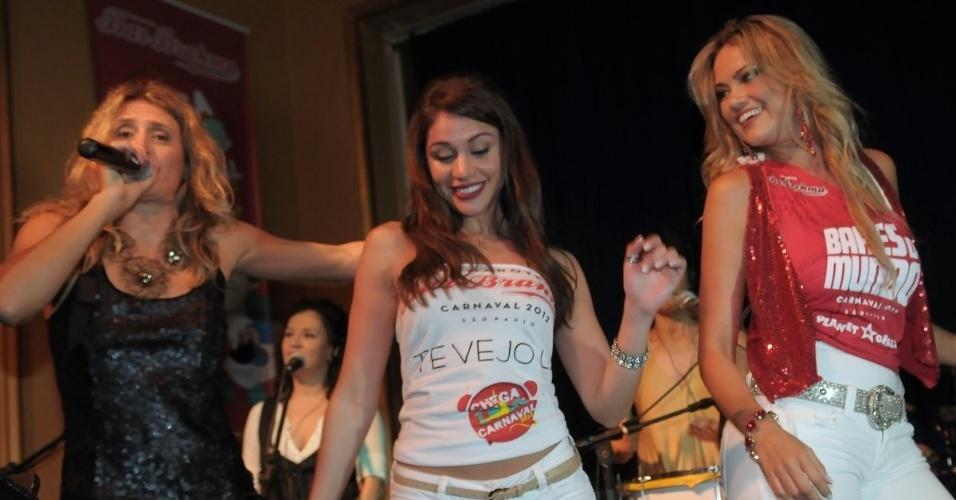 Na noite de quarta-feira (01/02/12), Ellen Rocche foi apresentada como madrinha do Camarote Bar Brahma 2012 em Happy Hour pré-Carnaval, em São Paulo. Na foto, ela dança com a ex-BBB Maria Melilo