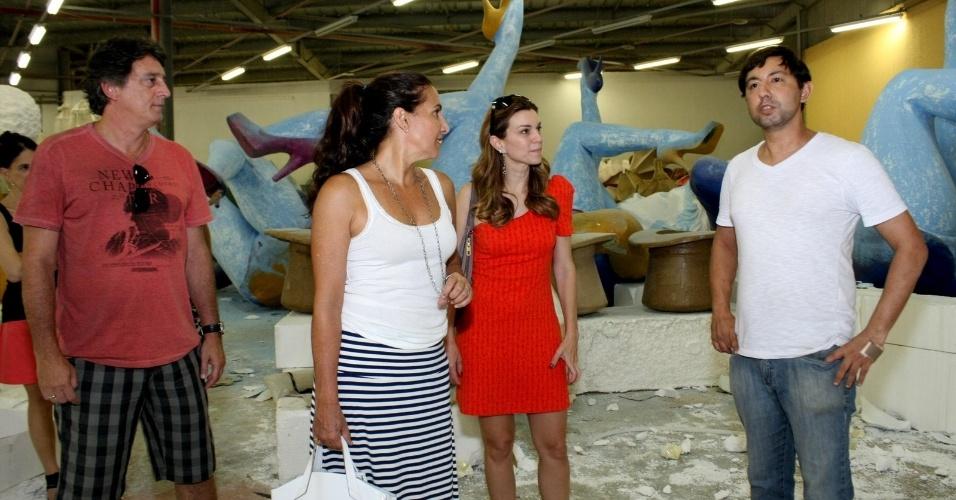 Os atores Eduardo Galvão, Totia Meireles e Adriana Garambone visitaram o barracão da São Clemente, na Cidade do Samba (03/02/12). Eles experimentam figurinos para o desfile e discutiram os detalhes das fantasias com o carnavalesco Fábio Ricardo