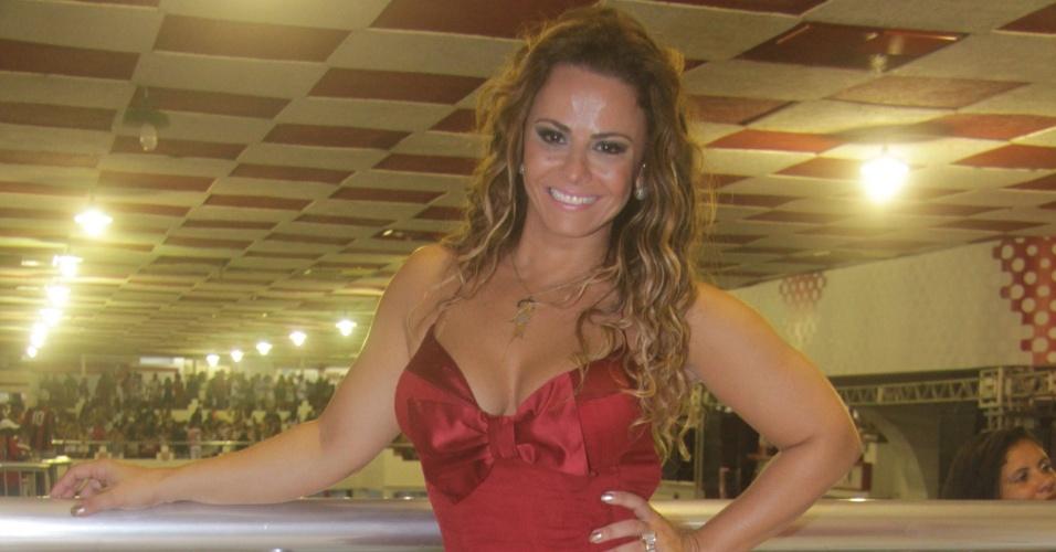 Rainha da bateria Viviane Araújo participa de ensaio do Salgueiro, no Rio de Janeiro (4/2/12)