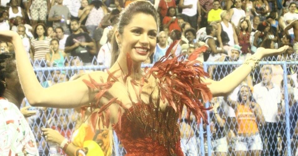 A ex-BBB Maria Melilo participou de ensaio da Grande Rio (03/01/12)