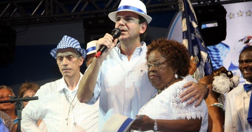 Ao lado prefeito Eduardo Paes e do presidente da Portela Nilo Figueiredo, Surica e sua feijoada foram atração da reinauguração da quadra da Portela, em Madureira (4/2/12)