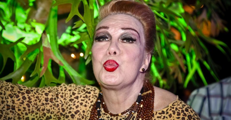 A transformista Rogéria na festa de aniversário da cantora Alcione, na casa da cantora no Rio (19/10/11)