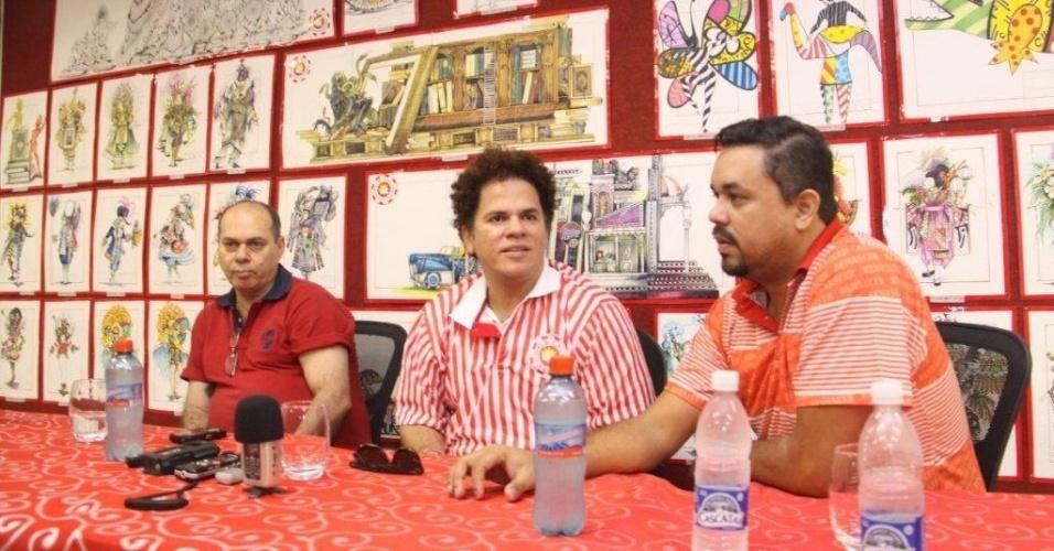 Após visitar o barracão da Renascer de Jacarepaguá, o artista plástico Romero Britto concedeu entrevista coletiva (09/02/12). Com o enredo