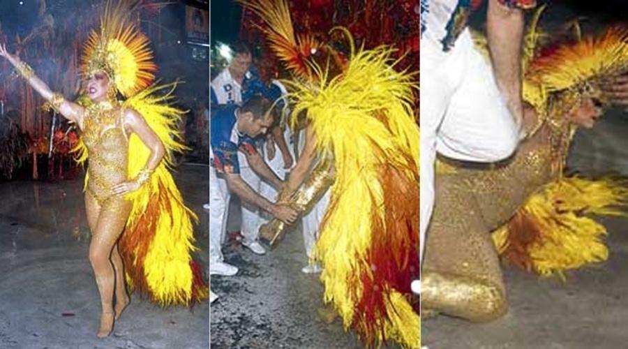 Claudia Raia cai durante o desfile da escola de samba Beija-Flor de Nilópolis no Carnaval de 2004