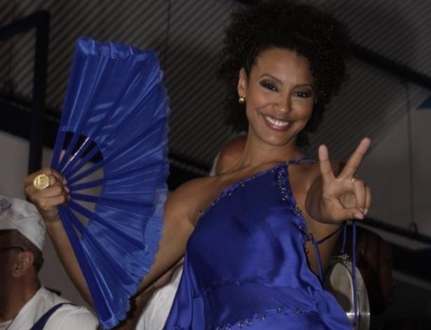 Sheron Menezzes, rainha de bateria da Portela, participou de ensaio na quadra da escola (08/02/12)