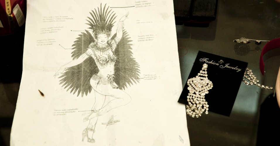 Desenho da fantasia de Tânia Oliveira, madrinha de bateria da Tom Maior (10/2/12)