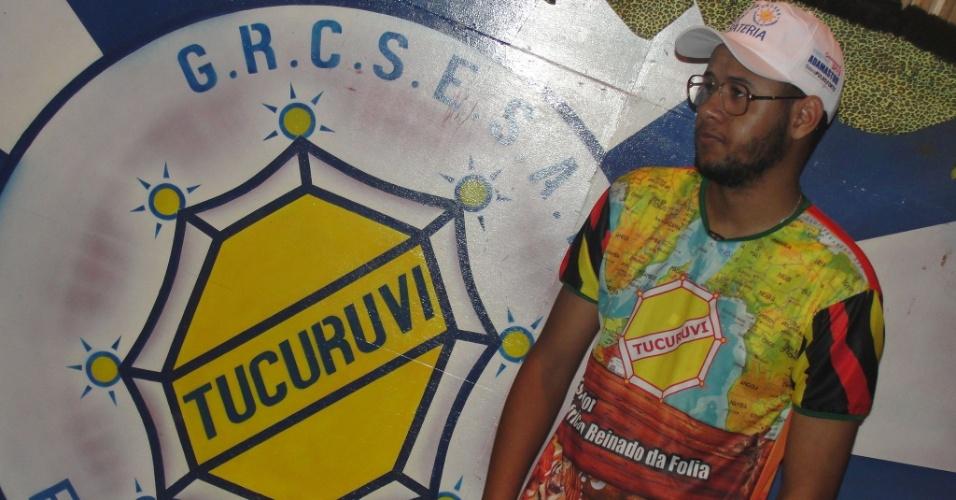 Emicida participa do ensaio da escola Acadêmicos do Tucuruvi e escreve verso para escola :