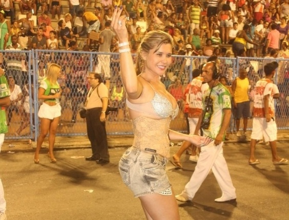 A Mulher Maçã participou de ensaio técnico da Mocidade Independente de Padre Miguel na Sapucaí na sexta-feira (10/02/12)