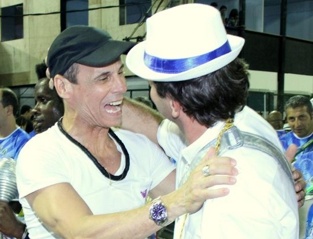 Carlinhos de Jesus cumprimenta Eduardo Paes no ensaio da Portela (11/2/12)