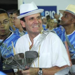 Paes participa da bateria da Portela em fevereiro