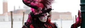 Veneza, Berlim... veja imagens do Carnaval ao redor do mundo (Foto: Stefano Rellandini/Reuters)