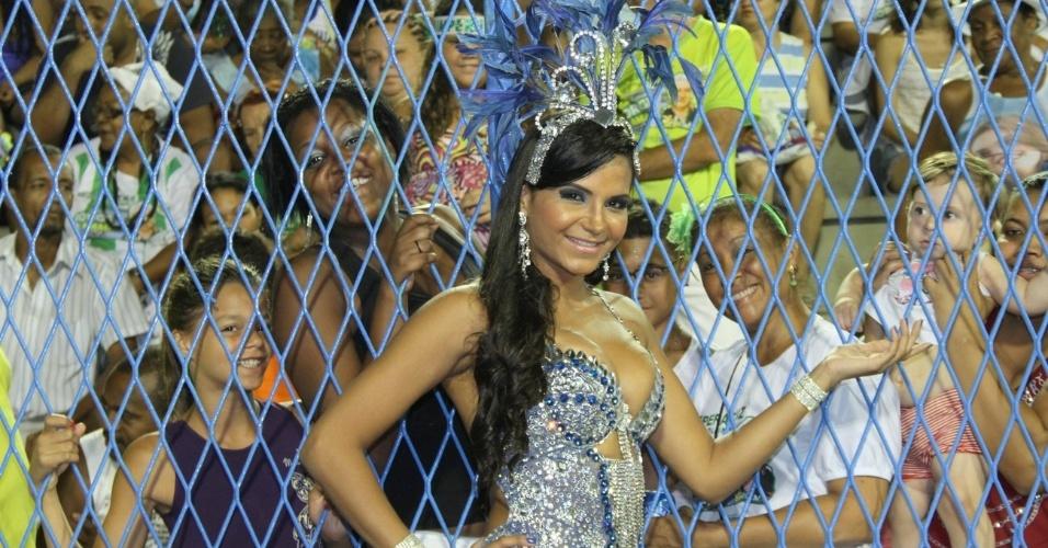 Shayene Cesario esteve no ensaio técnico da Portela (11/2/12)