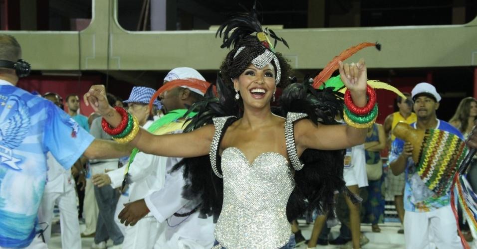 Sheron Menezes irá desfilar pela Portela e esteve no ensaio deste sábado (11/2/12)