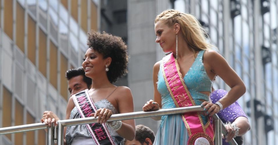 """As atrizes Carolina Dieckman e Sheron Menezes compareceram ao bloco de Preta Gil que leva o nome da cantora, """"Bloco da Preta"""", nas ruas do Rio de Janeiro (12/2/12)"""
