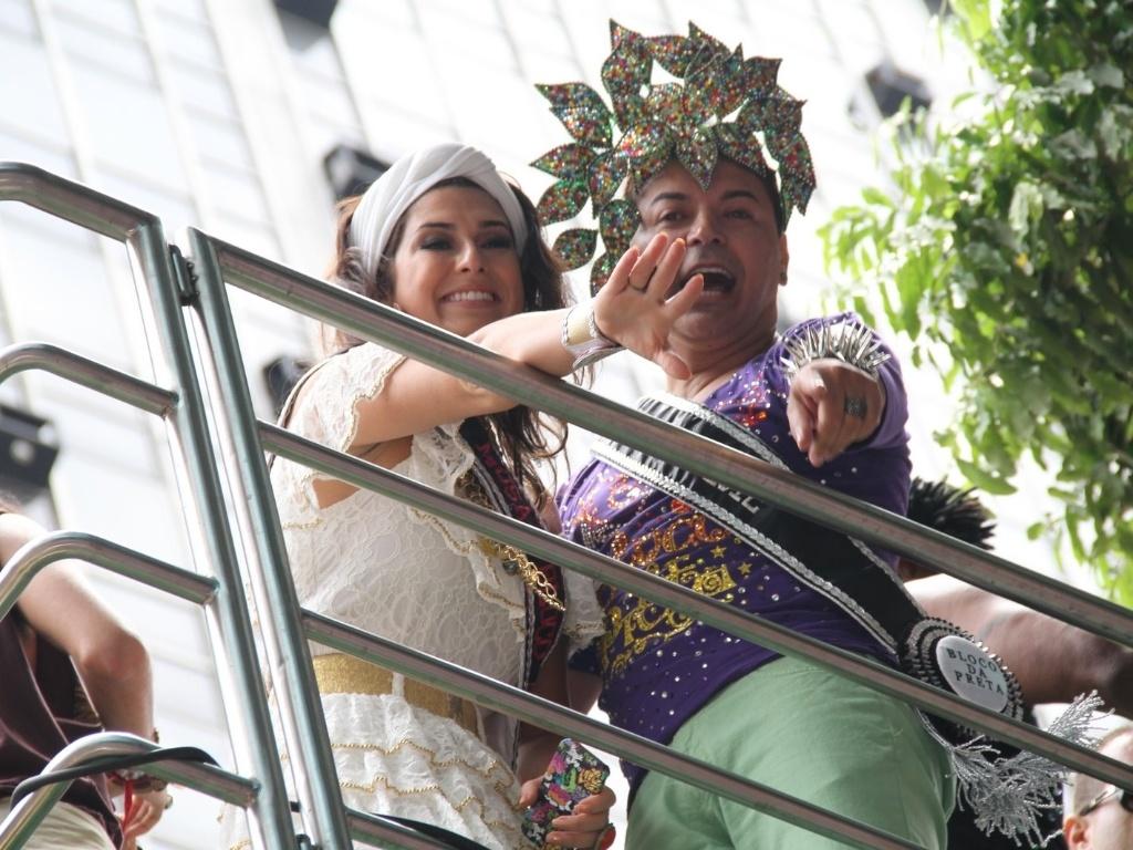 David Brazil posou para fotos com a atriz Fernanda Paes Leme no bloco de Preta Gil que leva o nome da cantora,