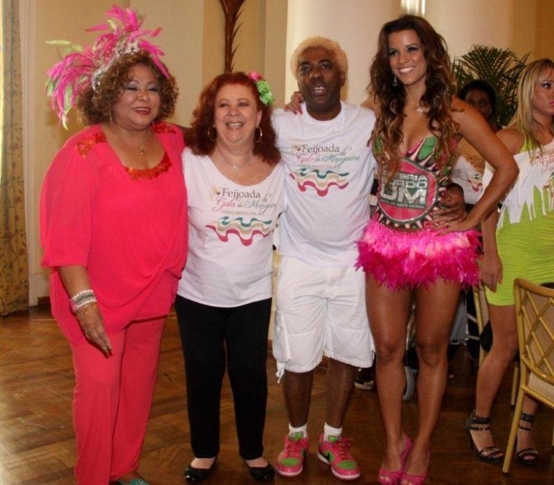 Feijoada da Mangueira (12/2/12) no Copacabana Palace reuniu grandes nomes do samba: as cantoras Alcione e Beth Carvalho, o presidente da escola Ivo e a rainha da escola Renata Santos