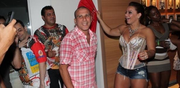 O ator Eri Johnson e a rainha do Salgueiro, Viviane Araújo, em ensaio da escola (11/2/12). Rei do Salgueiro, este ano Eri não vai desfilar porque será comentarista de samba