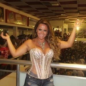 """Viviane Araújo, que está confirmada no elenco de """"A Fazenda 5"""", em ensaio da escola de samba Salgueiro (11/2/12)"""