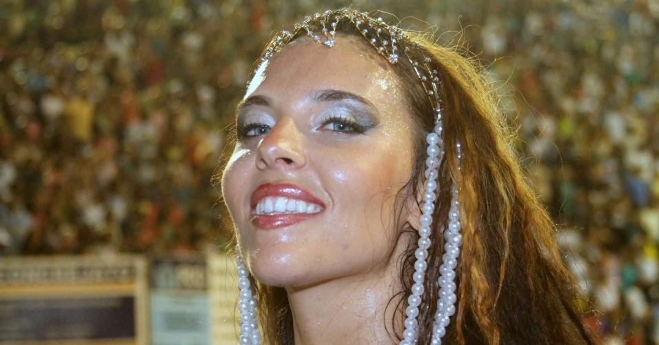 A dançarina americana Devla Imperatrix Amaya, de 28 anos, foi convidada para ser uma das musas da escola de samba Imperatriz Leopoldinense, no domingo dia 19 de fevereiro.