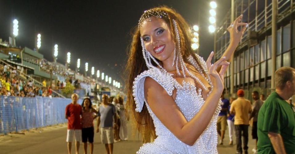 Aos 28 anos e 1,80m, a morena de olhos claros tem descendência turca e vive no Rio de Janeiro há cerca de três meses
