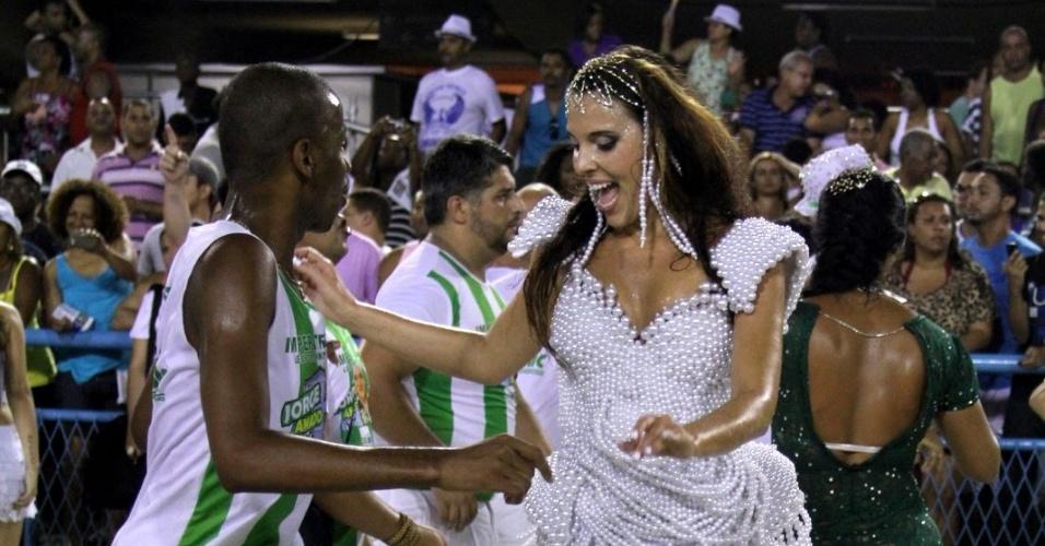 Devla foi introduzida no mundo do samba pelo coreógrafo Carlinhos de Jesus, que ficou impressionado com a desenvoltura da gringa