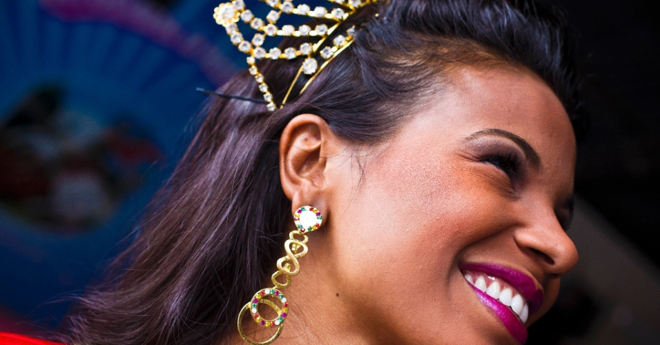 Durante ensaio fotográfico para o UOL, a rainha do Carnaval paulista e destaque da Rosas de Ouro Andreza Sobrinho mostrou seus vestidos favoritos.