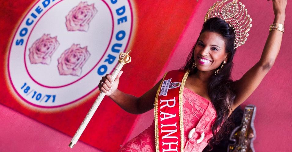 Durante ensaio para o UOL, a rainha do Carnaval paulista e destaque da Rosas de Ouro Andreza Sobrinho mostrou seus vestidos favoritos. O de renda laranja com detalhe dourado, que a rainha acha