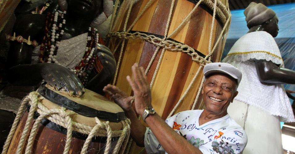 Jayme Bahia, mais conhecido como Seu Bahia, é o funcionário mais antigo do barracão da Beija-Flor (10/2/12)