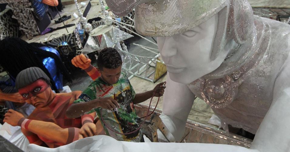 O enredo da Mocidade vai levar obras do pintor Portinari para o desfile no Sambódromo (10/2/12)