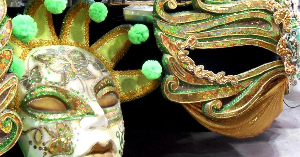 A Imperatriz vai abrir o desfile com uma coroa de metal de 10 metros de largura por 11 de altura sendo puxada por uma escultura de Iemanjá de quase 12 metros (13/2/12)