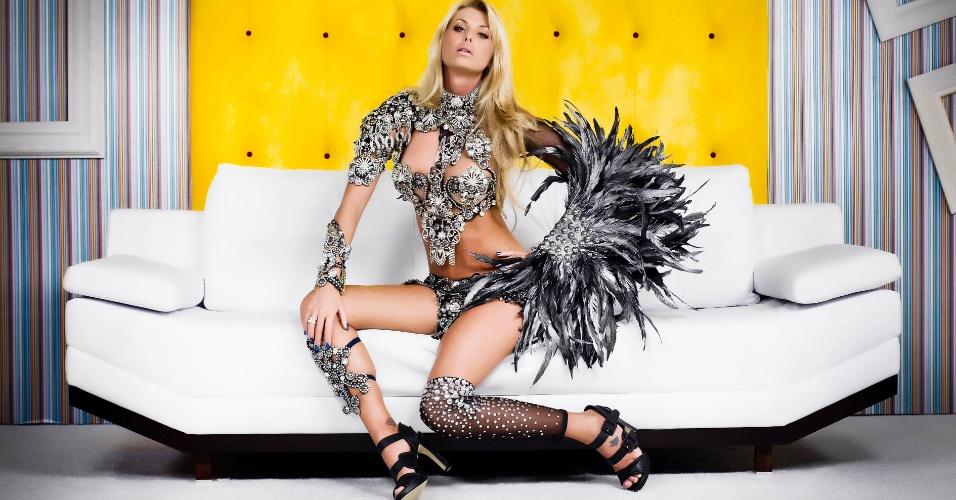 Madrinha da Acadêmicos do Tucuruvi, a modelo Caroline Bittencourt participou de ensaio exclusivo para o UOL com uma roupa feita especialmente para a ocasião. A estilista conta que o modelito representa um anjo negro.
